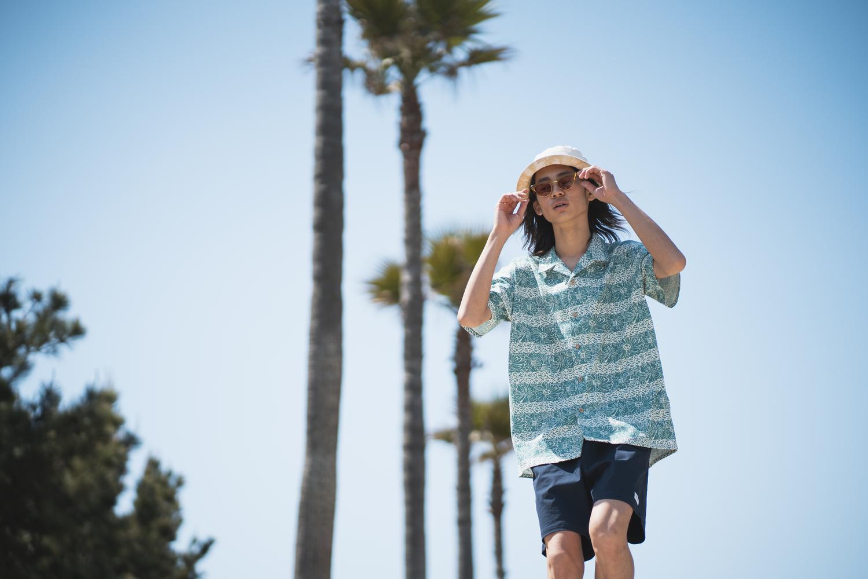 この夏は「柄シャツ×ボードショーツ」でアクティブなライフスタイルを。